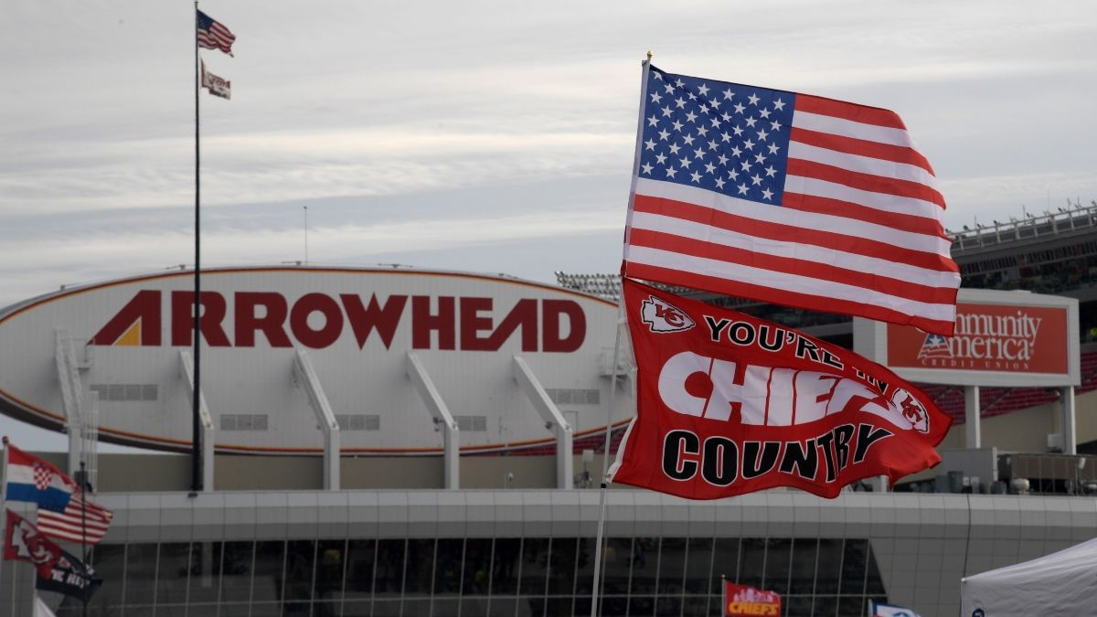 Windy Weather Forecasts Impacting 6 NFL Games Sunday, Including Packers vs. Giants, Chiefs vs. Raiders article feature image