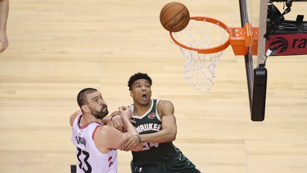 Monday's Best NBA Player Props: Can Giannis Antetokounmpo Continue to Dominate the Glass? article feature image