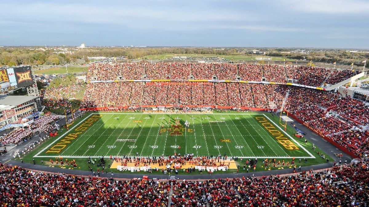 Windy Weather Affecting Texas vs. Iowa State, Several Other Saturday CFB Matchups article feature image