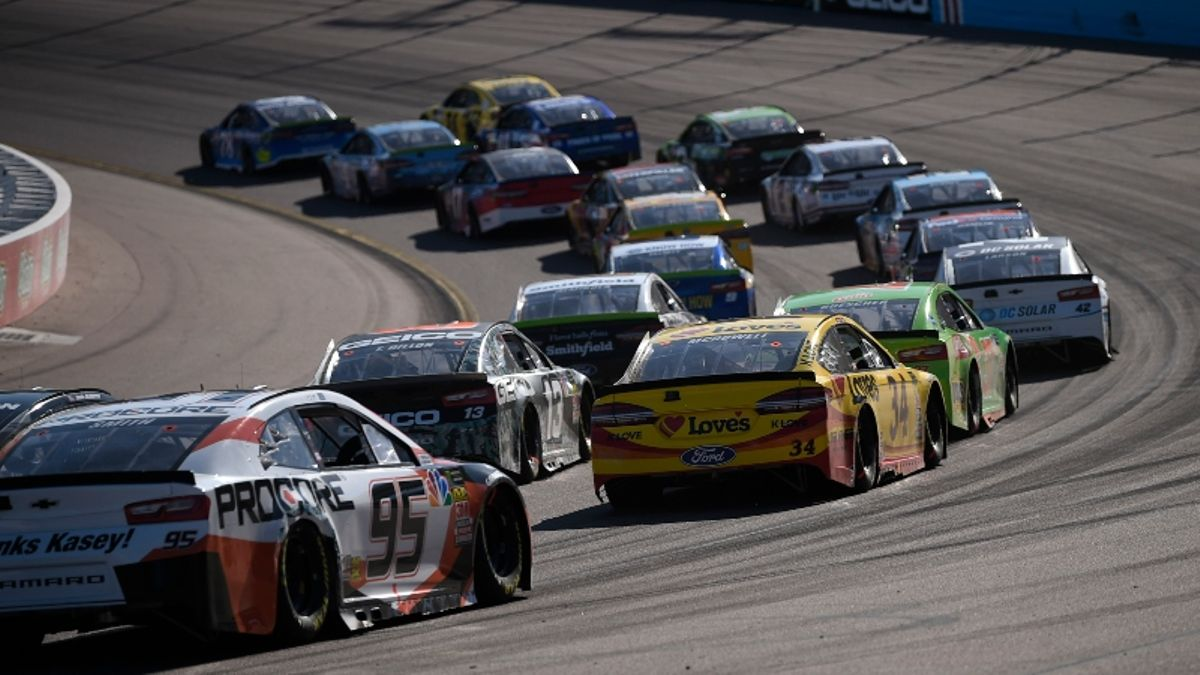 NASCAR at Phoenix Picks: 2 Driver Matchups for Today's Bluegreen Vacations 500 article feature image