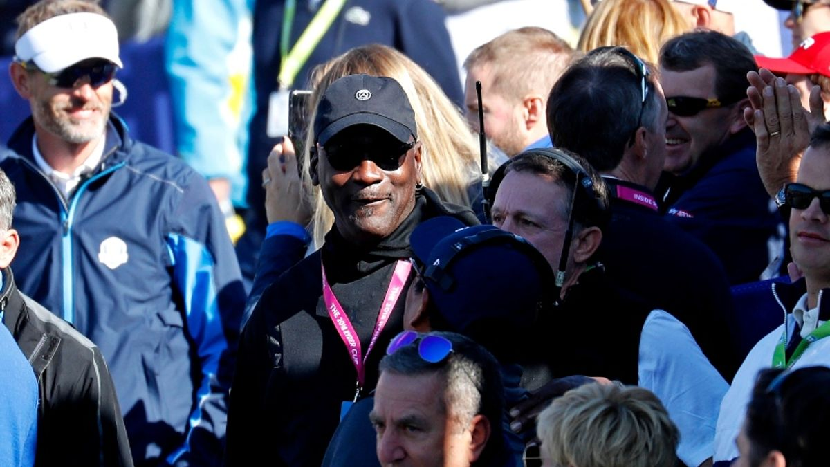 Jeremy Roenick's Favorite Michael Jordan Gambling Story: What's Another 18 Holes? article feature image