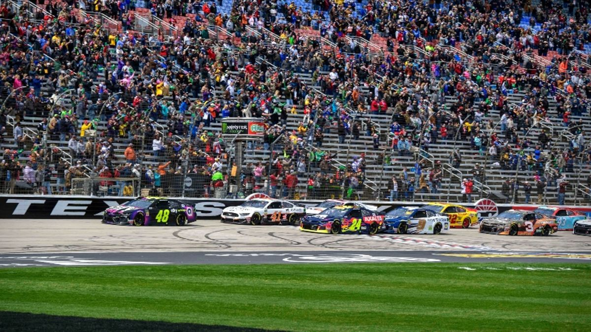 NASCAR at Texas Odds, Picks: Best Bets for Today's AAA Texas 500 article feature image
