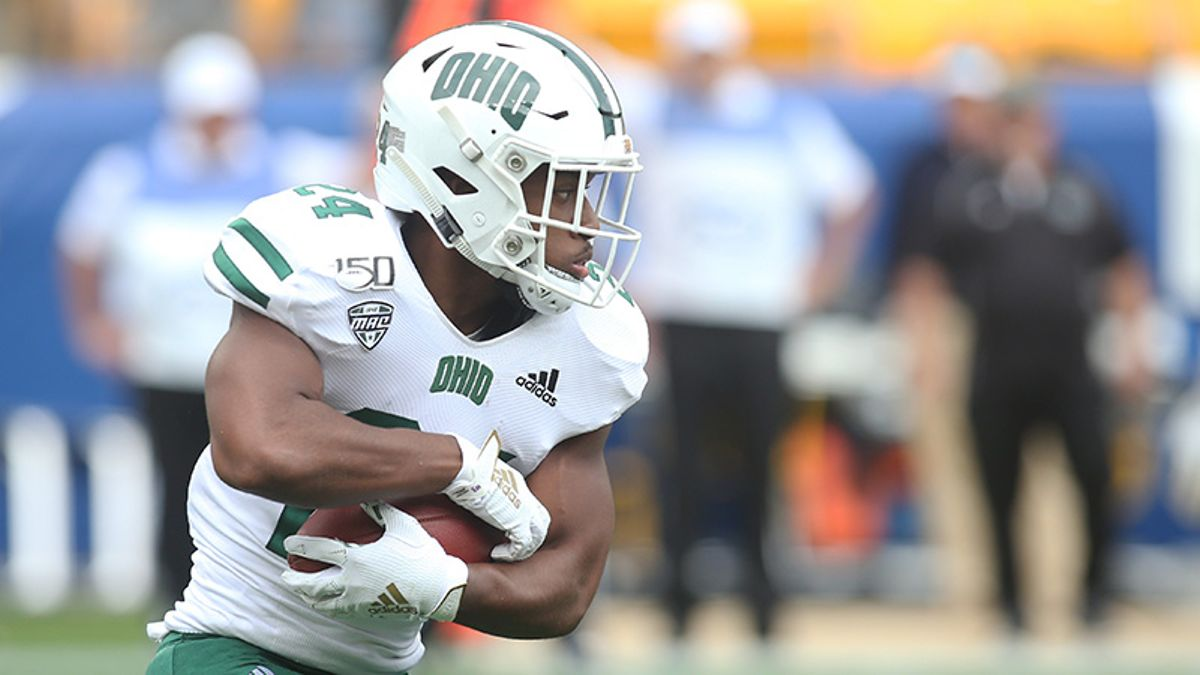 Tuesday College Football Betting Odds & Picks: How to Bet EMU-Akron & WMU-Ohio article feature image