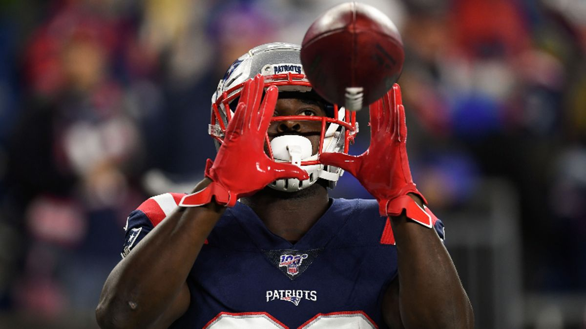 Raybon's Fantasy Football Trade Targets: Which Players to Buy and Sell for Week 11 article feature image