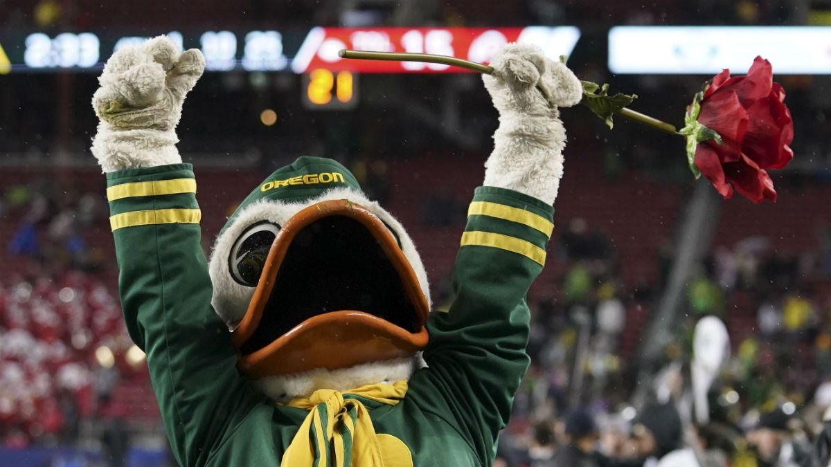 Oregon vs. California Odds, Promo: Bet $10, Win $200 if Either Team Scores a TD! article feature image
