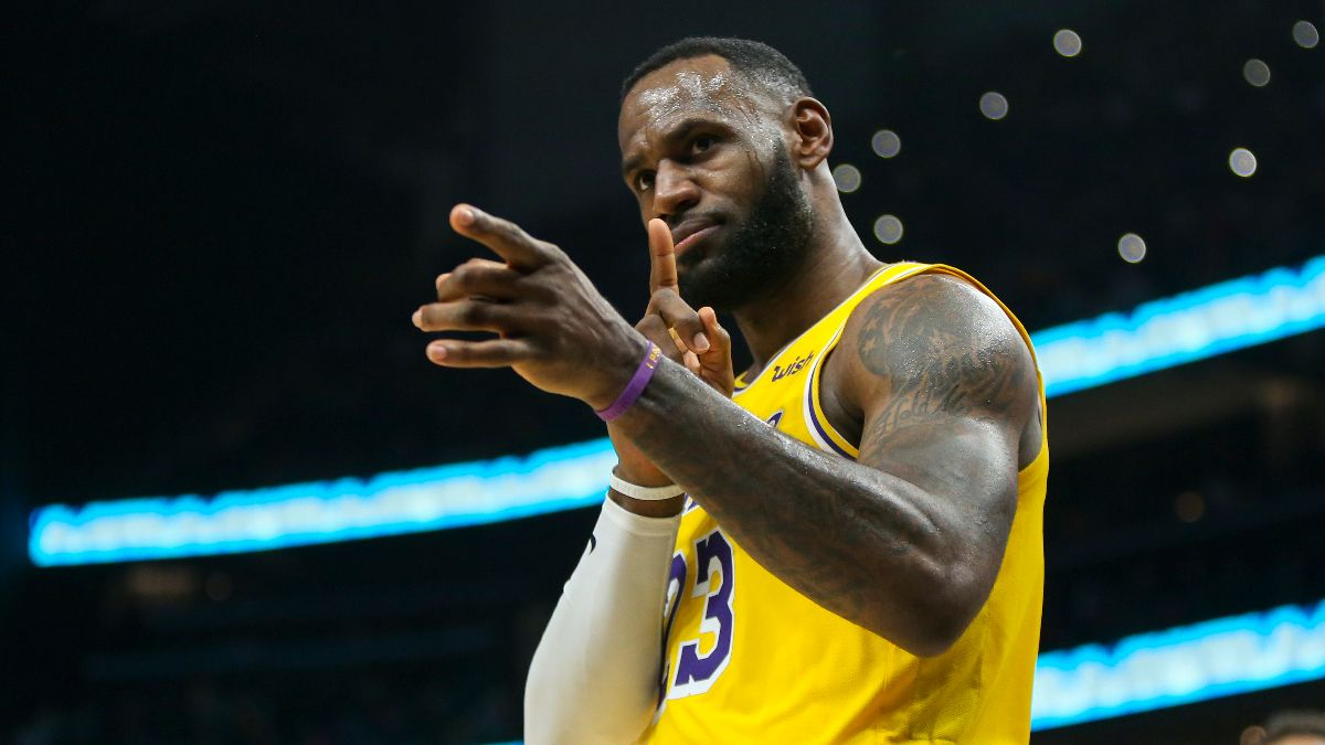 Lakers vs. Bucks Betting Picks, Betting Odds & Predictions: Are LeBron & Co. Vulnerable on the Road? article feature image