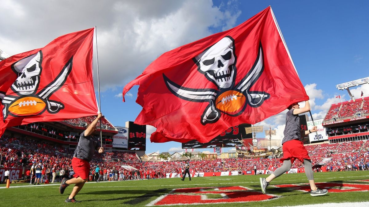 Texans vs. Buccaneers Weather Forecast: How Wind Will Affect This Over/Under article feature image
