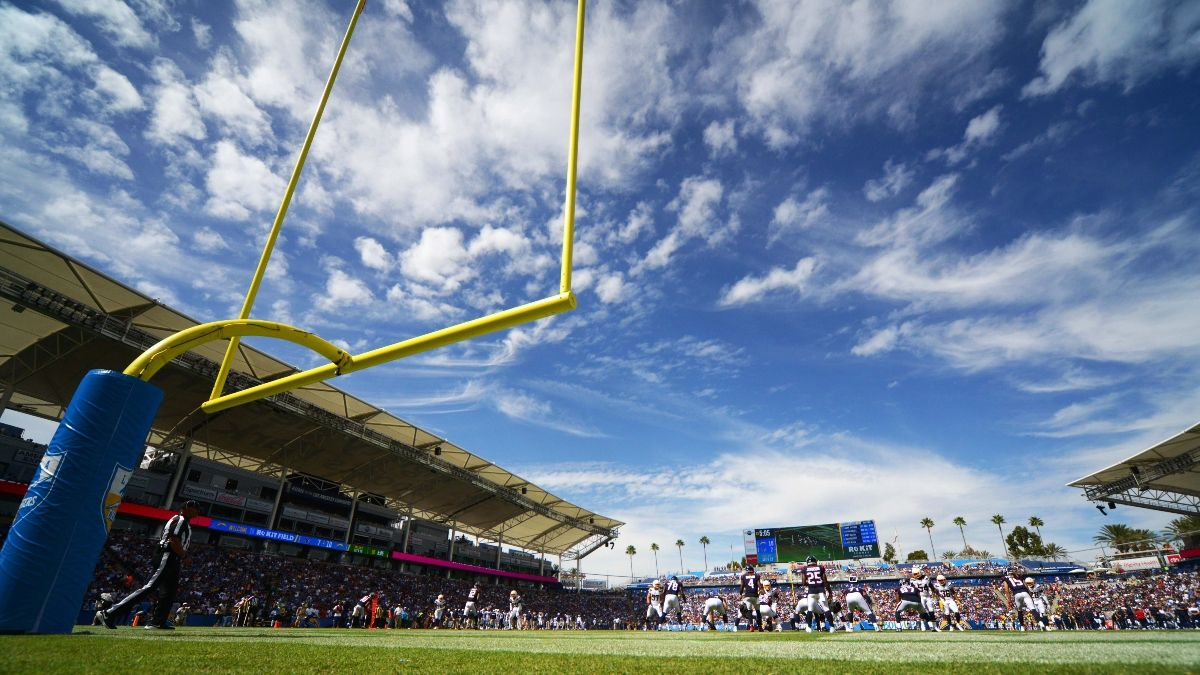 Raiders vs. Chargers Betting Odds: How Windy Weather Is Moving This Over/Under article feature image