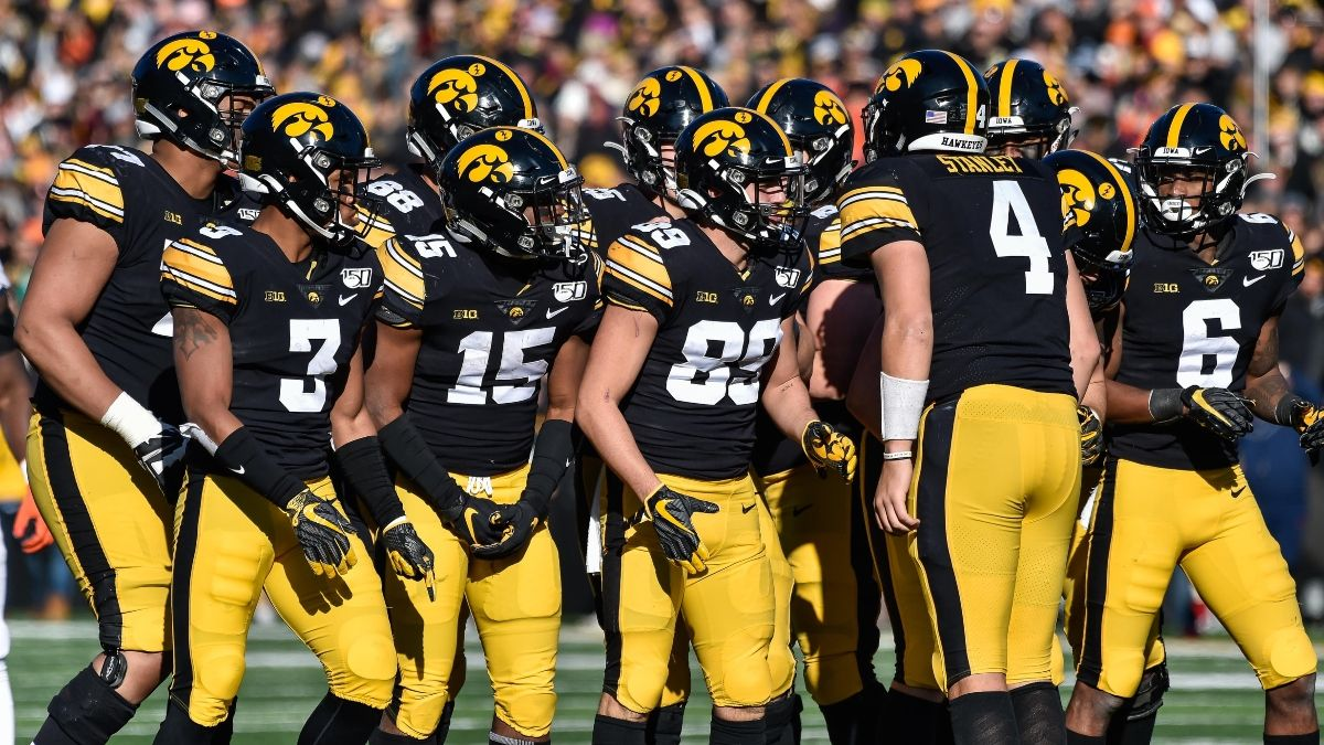 Holiday Bowl Odds: Iowa vs. USC Spread, Over/Under & Our Projections article feature image