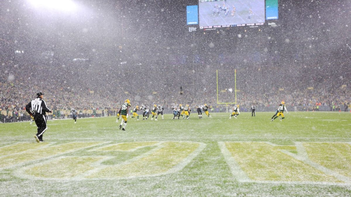 Jaguars vs. Packers Weather Forecast: How Rain, Wind At Lambeau Could Impact Betting article feature image