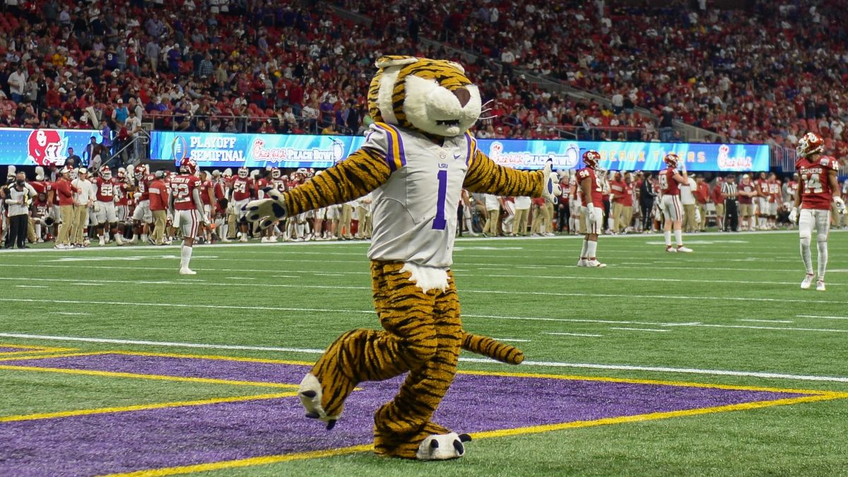 College Football Betting Tip: Fade the Public in LSU-Clemson National Title Game article feature image