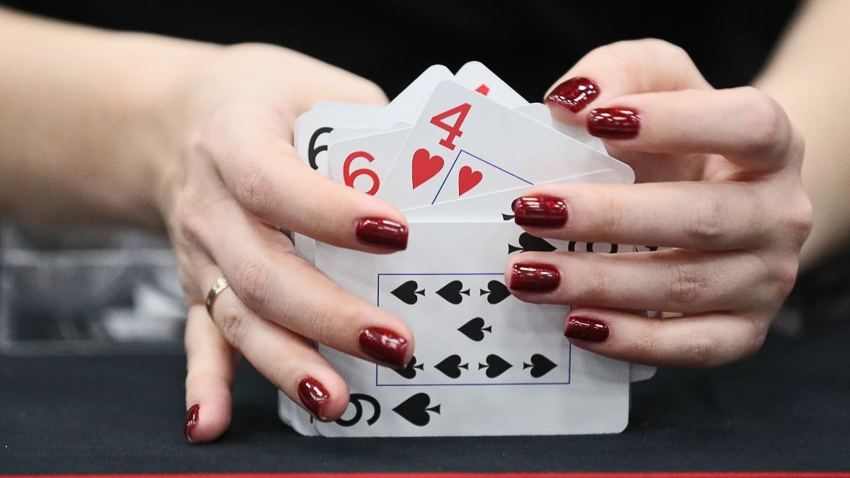 Poker 101: How To Count Outs article feature image
