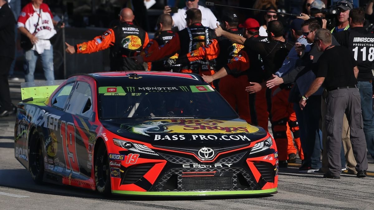 NASCAR at Homestead Odds, Picks: Betting Predictions for Sunday's Dixie Vodka 400 article feature image