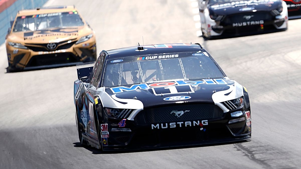 NASCAR at Kansas DraftKings Picks: DFS Strategy & Analysis for Thursday's Super Start Batteries 400 article feature image