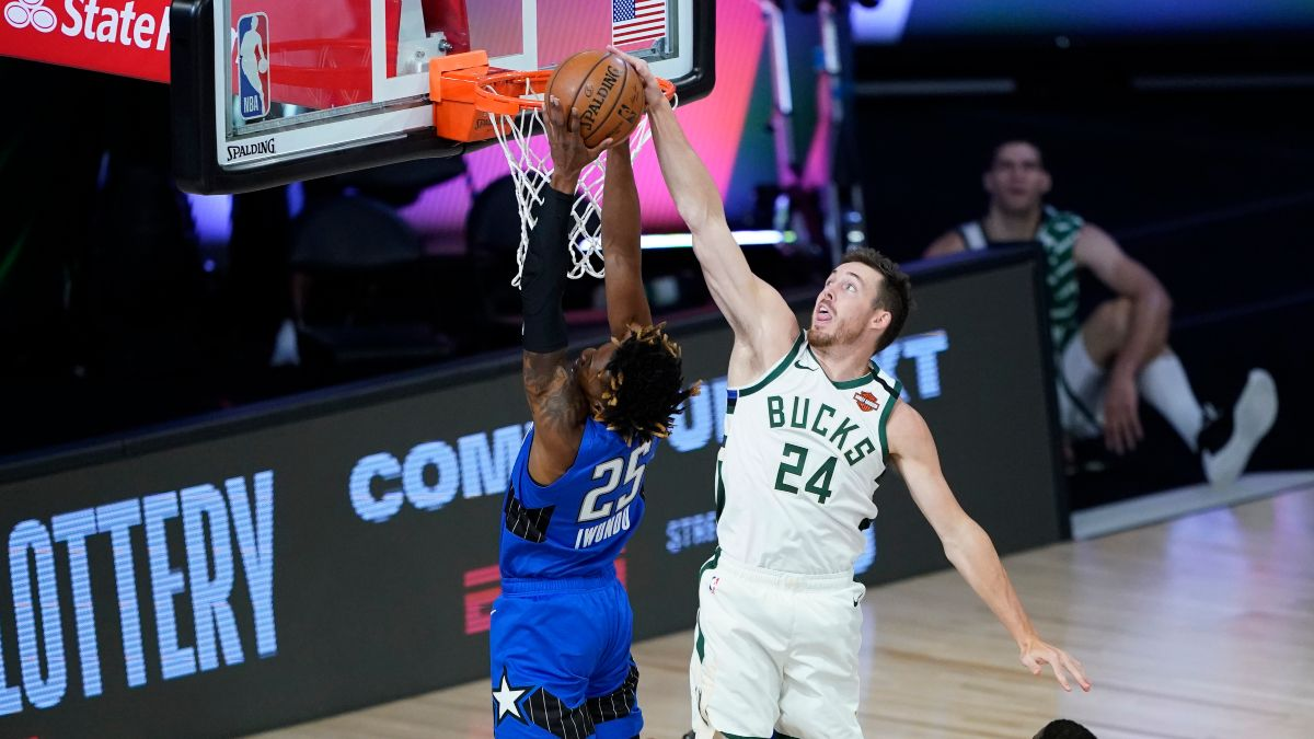 Monday NBA Playoffs Betting Odds, Picks & Predictions: Bucks vs. Magic Preview for Game 4 (Aug. 24) article feature image