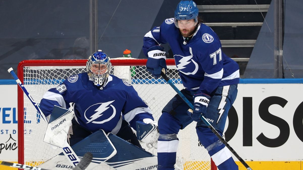 Monday NHL Odds, Picks & Predictions: Lightning vs. Blue Jackets Game 4 (Aug. 17) article feature image