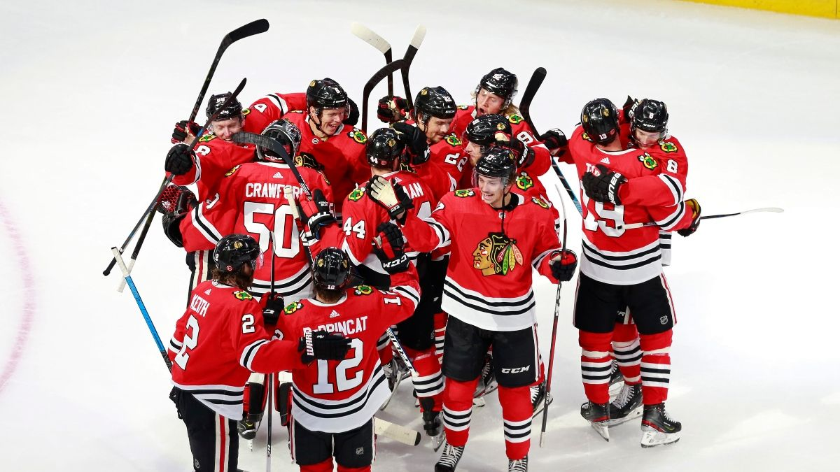 NHL Odds, Picks & Predictions: Las Vegas Golden Knights vs. Chicago Blackhawks Game 1 Preview (Tuesday August 11) article feature image