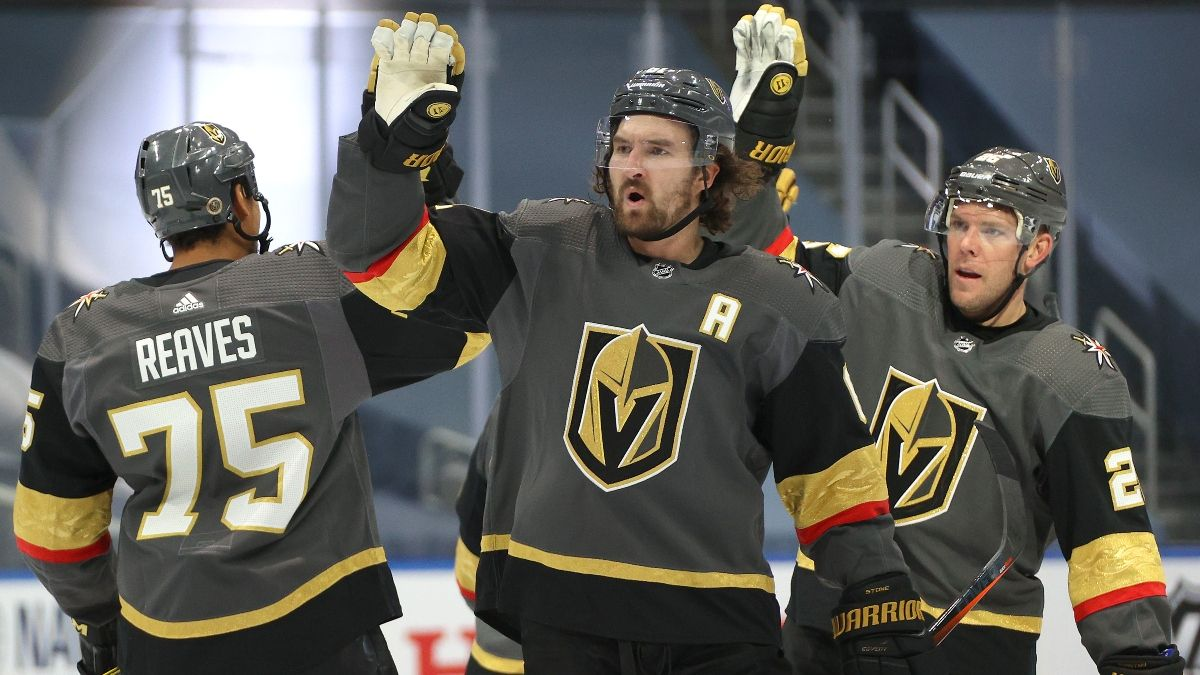 NHL Betting Odds, Picks & Predictions (Saturday, August 15): Golden Knights vs. Blackhawks Game 3 Preview article feature image
