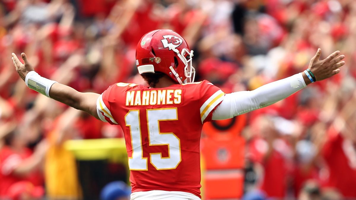 Chiefs vs. Bills Promos: Bet $1, Win $100 if Patrick Mahomes Throws for 15 Yards, More! article feature image