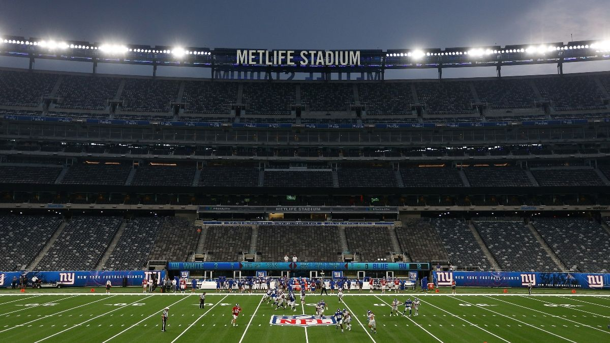 Steelers vs. Giants Betting Odds: Windy Weather Moving Monday Night Football Over/Under article feature image