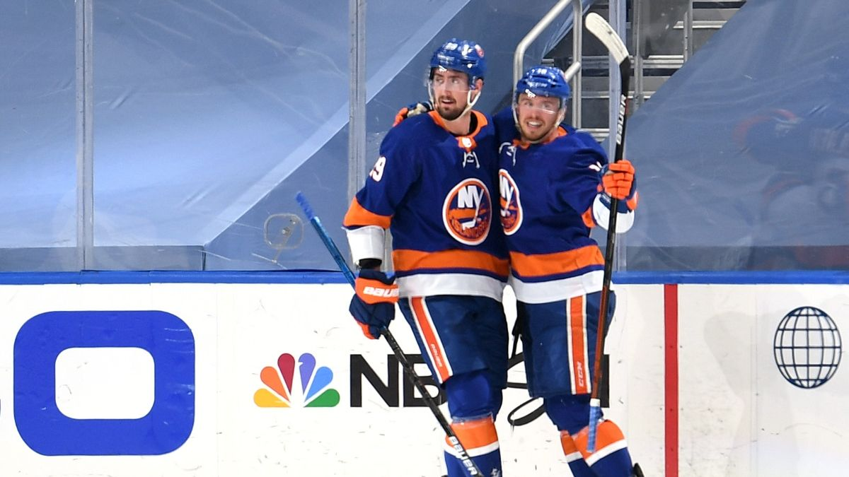 NHL Odds, Picks and Predictions: Tampa Bay Lightning vs. New York Islanders Game 4 Preview (Sunday, Sept. 13) article feature image