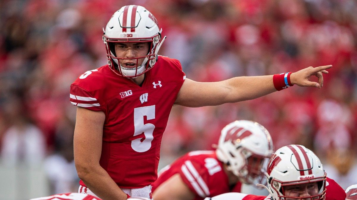 College Football Odds & Picks: Best Bets & Angles for Wisconsin vs. Illinois, 2 Other Friday Games article feature image