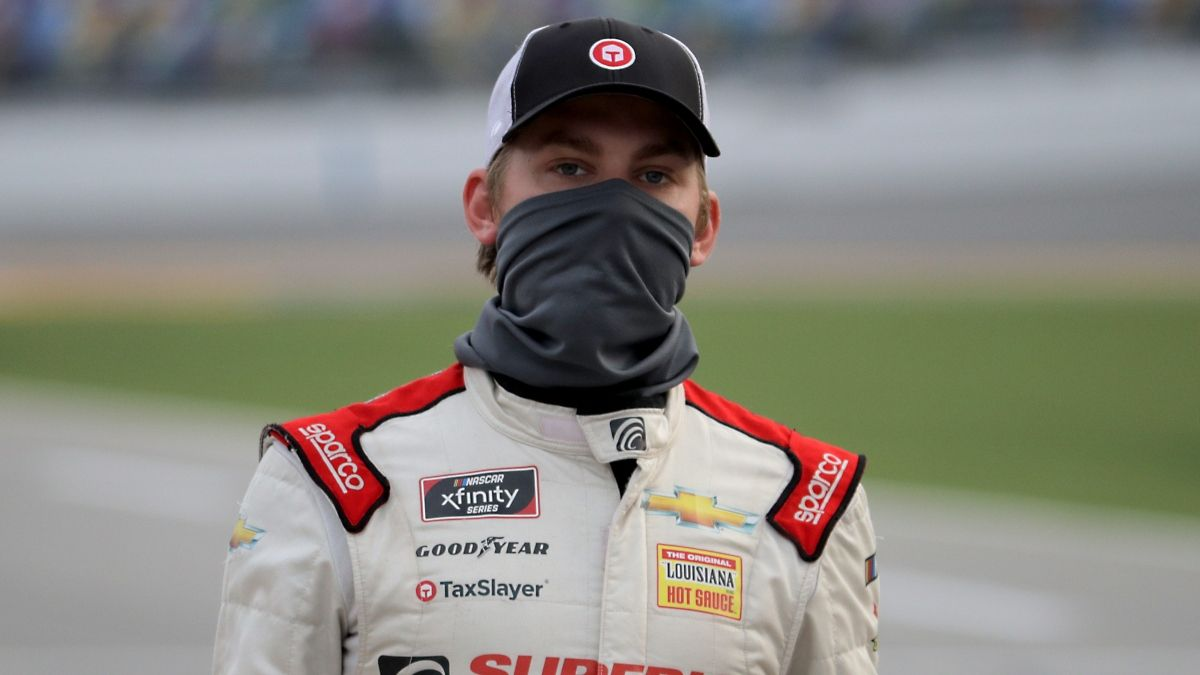 NASCAR XFINITY Series Betting Preview: The Key Longshot to Back for Saturday's Draft Top 250 at Martinsville article feature image