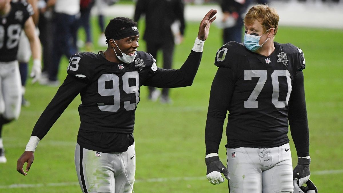 NFL Odds & Picks: How Pros Are Betting the Chiefs vs. Raiders Total article feature image