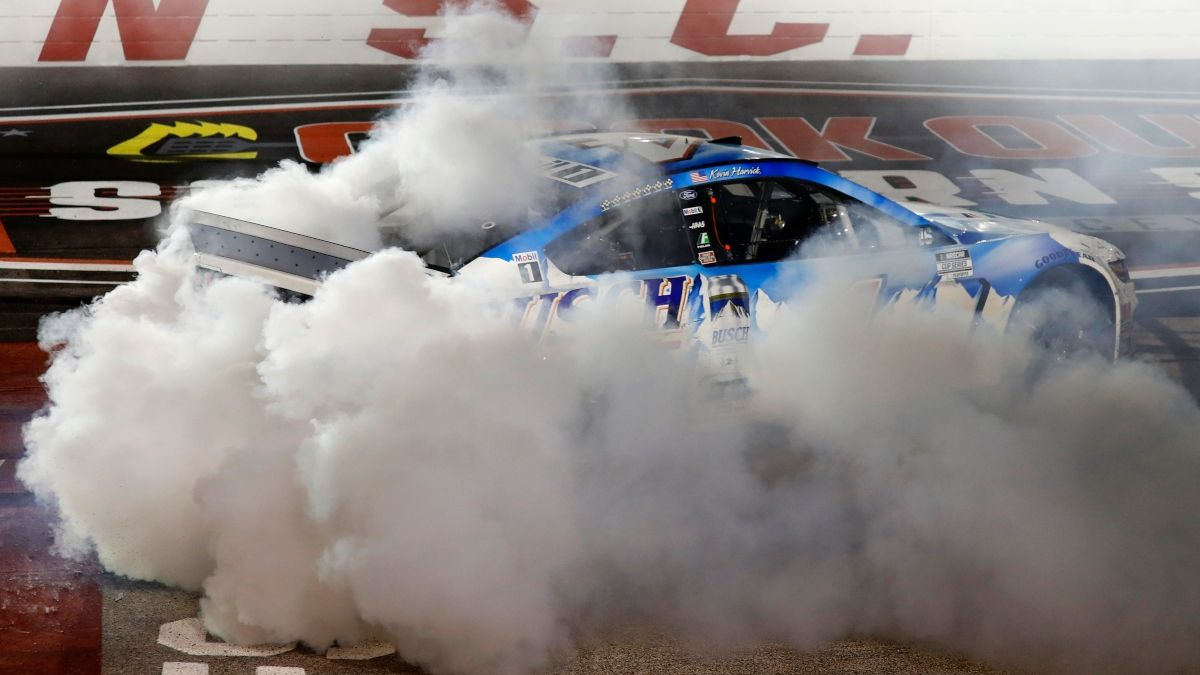 2021 NASCAR Cup Series Championship Odds: Harvick the Betting Favorite To Win Title article feature image