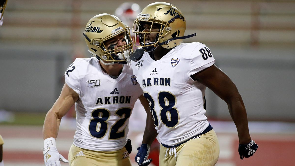 Akron vs. Ohio Betting Odds & Picks: Value on Over/Under in Tuesday's MAC Football Matchup article feature image