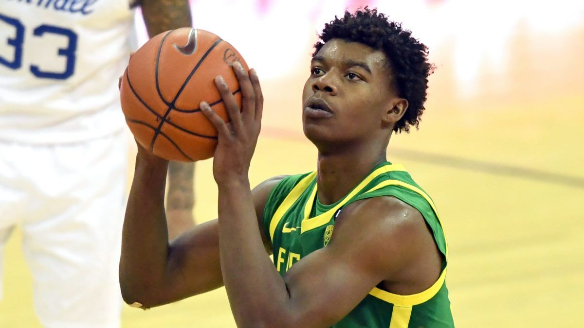 Oregon vs. Washington College Basketball Odds & Picks: Back the Ducks as They Find Their Form article feature image