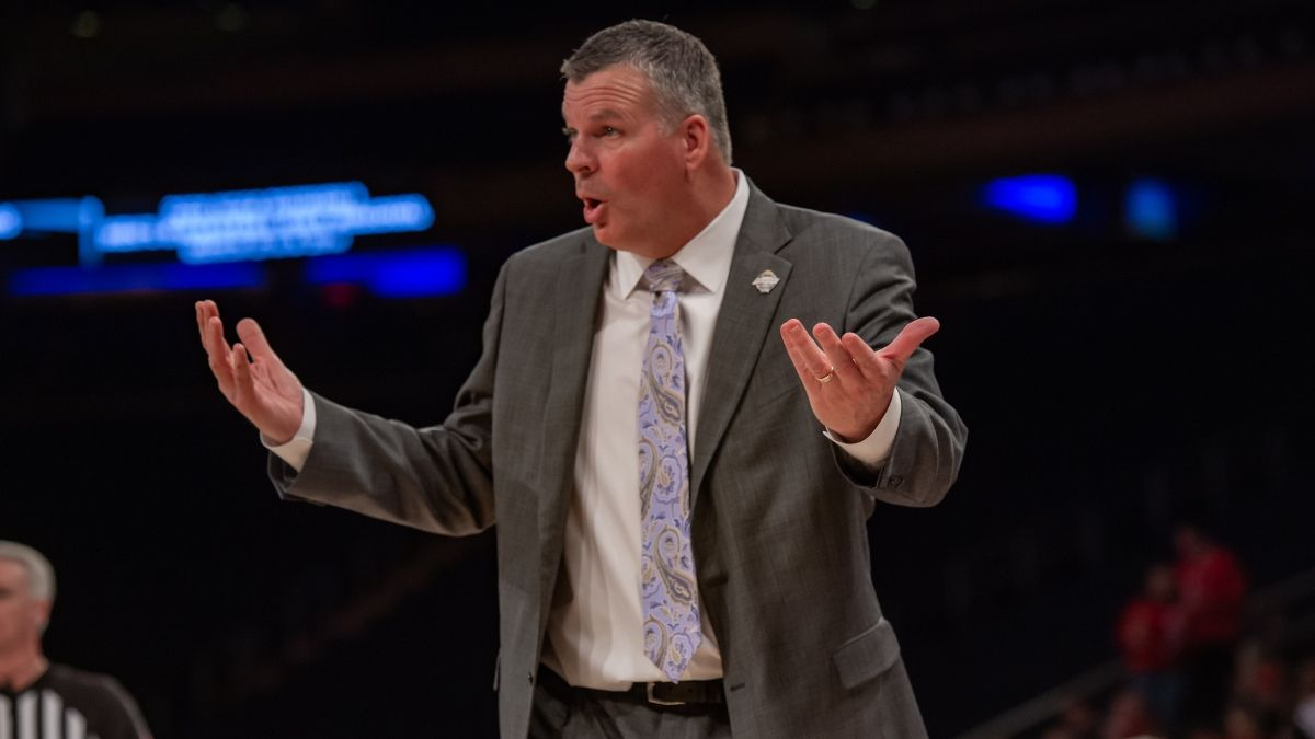 College Basketball Odds & Picks for UConn vs. Creighton: Betting Predictions for Sunday's (Dec. 20) Matchup article feature image