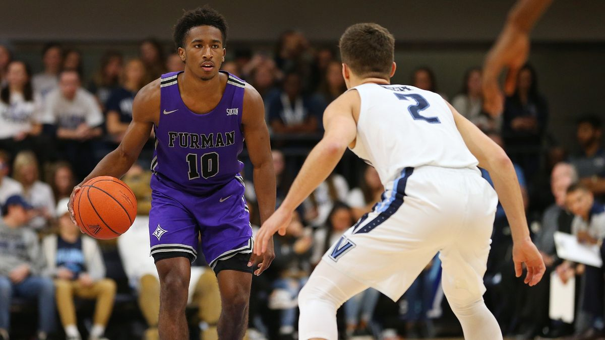 Tuesday College Basketball Odds & Picks: Our Staff's Best Bets, Including Illinois vs. Minnesota, Furman vs. Alabama, More (December 15) article feature image