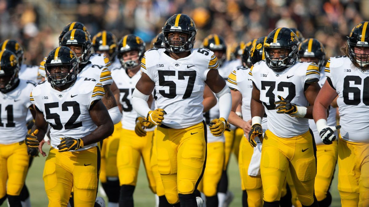 College Football Odds & Picks for Iowa vs. Illinois: Bet the Under in Gritty Game article feature image