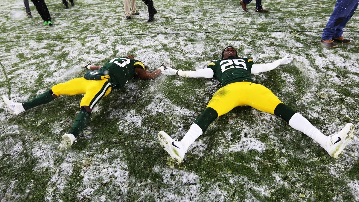 Titans vs. Packers Weather Forecast: How Snow Is Moving Sunday Night Football Betting Odds article feature image