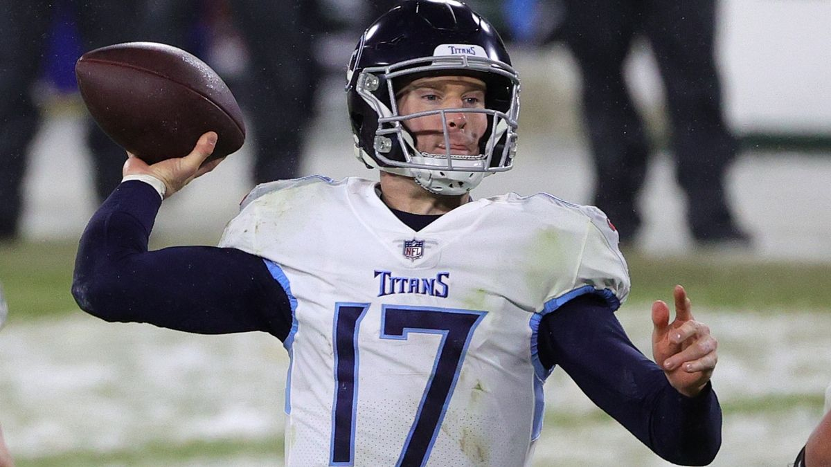 Titans vs. Jaguars Odds, Promo: Bet $10, Win $200 if Tannehill Throws for 1+ Yard! article feature image