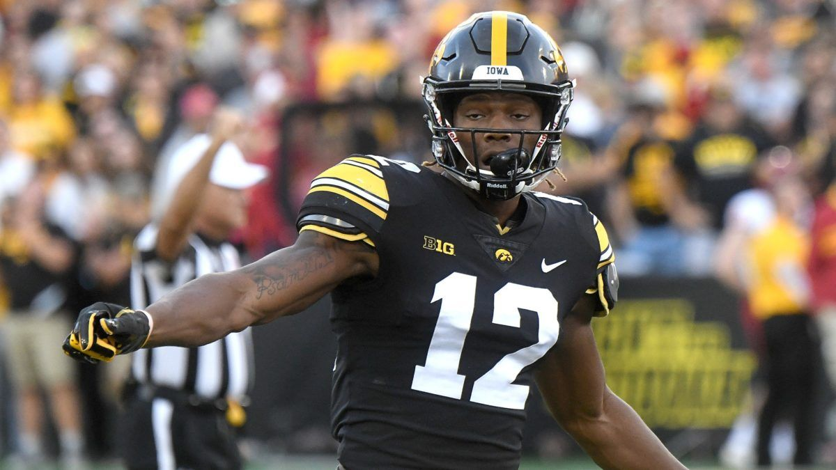 College Football Odds & Picks for Wisconsin vs. Iowa: Snow & Tough Defense Puts Betting Value on Over/Under article feature image