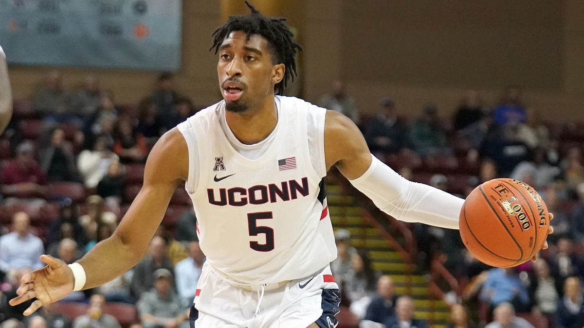 College Basketball Odds & Picks: Our Staff's Favorite Bets for UConn vs. USC, More Thursday Games (Dec. 3) article feature image