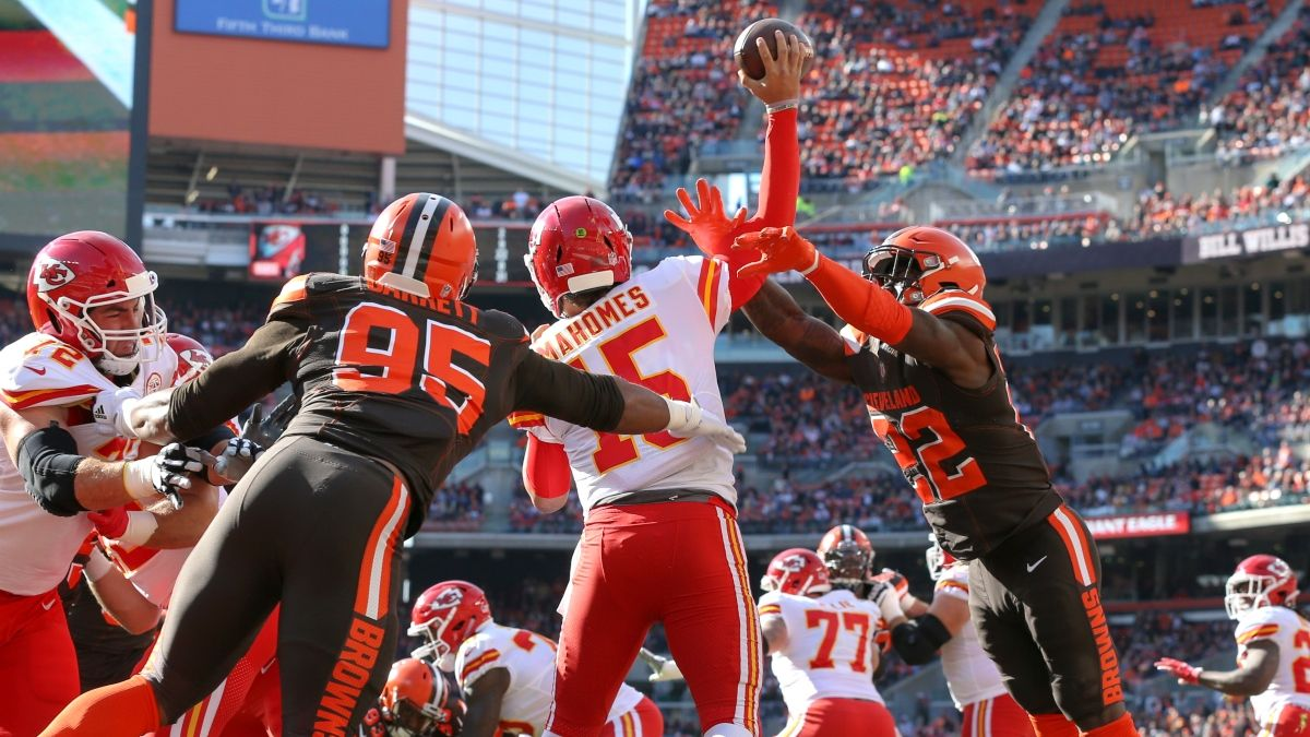 Chiefs vs. Browns Odds & Playoff Picks: KC Can Snap Its Losing ATS Streak With Sunday Cover article feature image