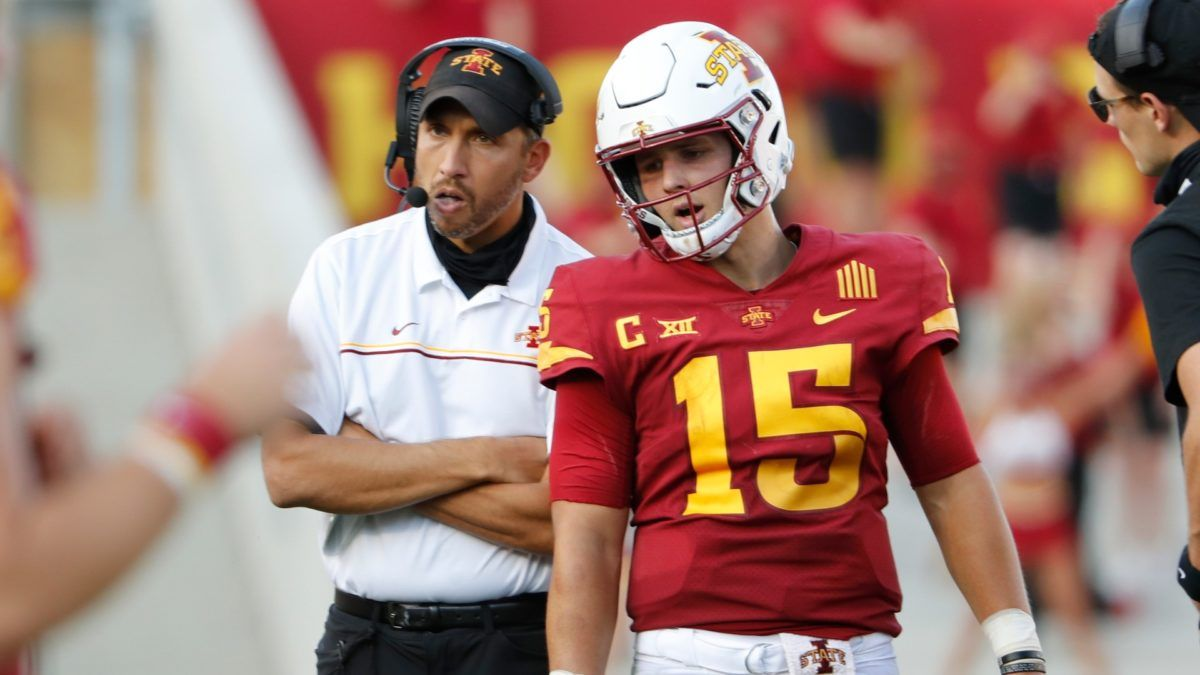 College Football Odds & Pick: How To Bet Iowa State In the Fiesta Bowl vs. Oregon article feature image