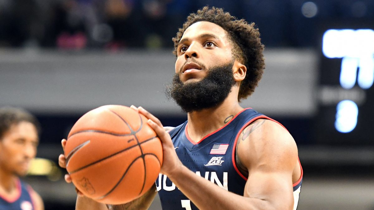 UConn vs. Creighton College Basketball Odds & Picks: Bet Underdog Huskies to Cover on Saturday article feature image