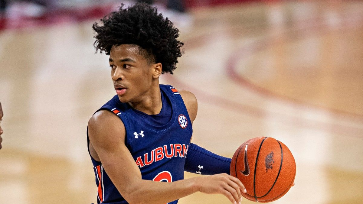 College Basketball Best Bets: 5 Favorite Picks for North Carolina vs. Pittsburgh, Missouri vs. Auburn, More (Tuesday, Jan. 26) article feature image