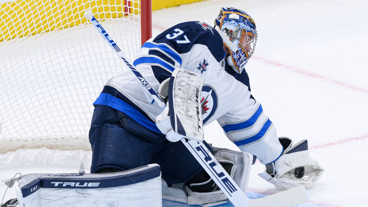 Jets vs. Senators Odds & Picks: Can Hellebuyck Save Winnipeg on Thursday? (Jan. 21) article feature image