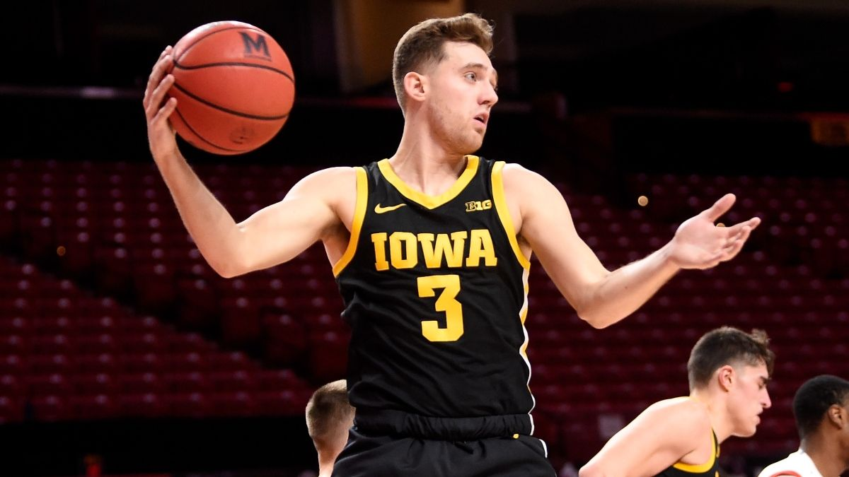 College Basketball Odds, Picks & Predictions for Iowa vs. Northwestern: Sharp, Expert Bettors Aligned on Sunday's Spread article feature image