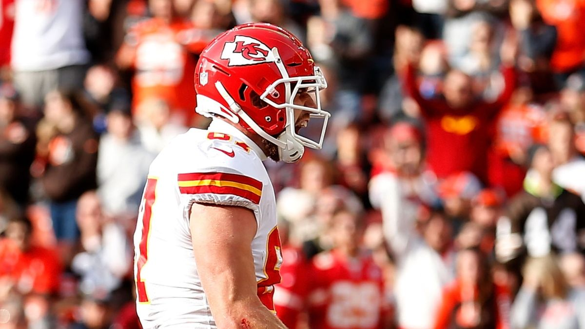 Sunday NFL Picks: Why You Should Bet the Chiefs-Browns Under article feature image