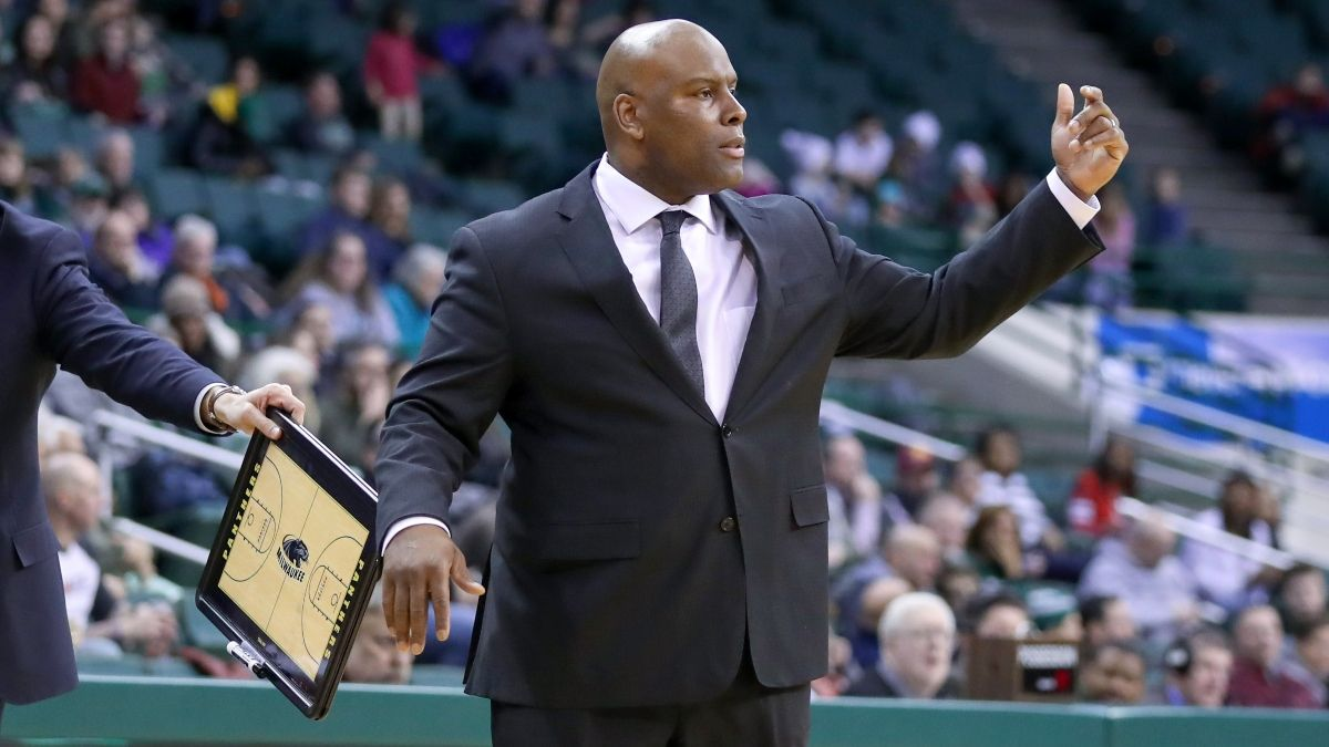 Wednesday College Basketball Odds, Picks & Predictions: How Sharps Are Betting IUPUI vs. Milwaukee article feature image
