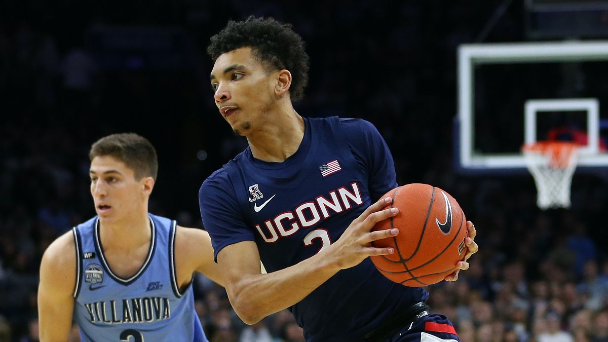 UConn vs. Villanova College Basketball Odds & Pick: Saturday's Betting Value on Over/Under (Feb. 20) article feature image