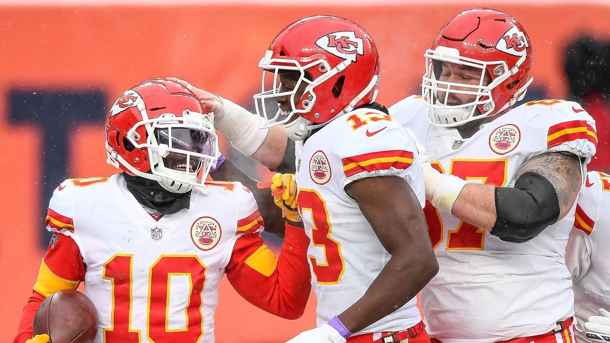 Latest Super Bowl Odds For Chiefs vs. Buccaneers: Over/Under Falling with Late Money article feature image