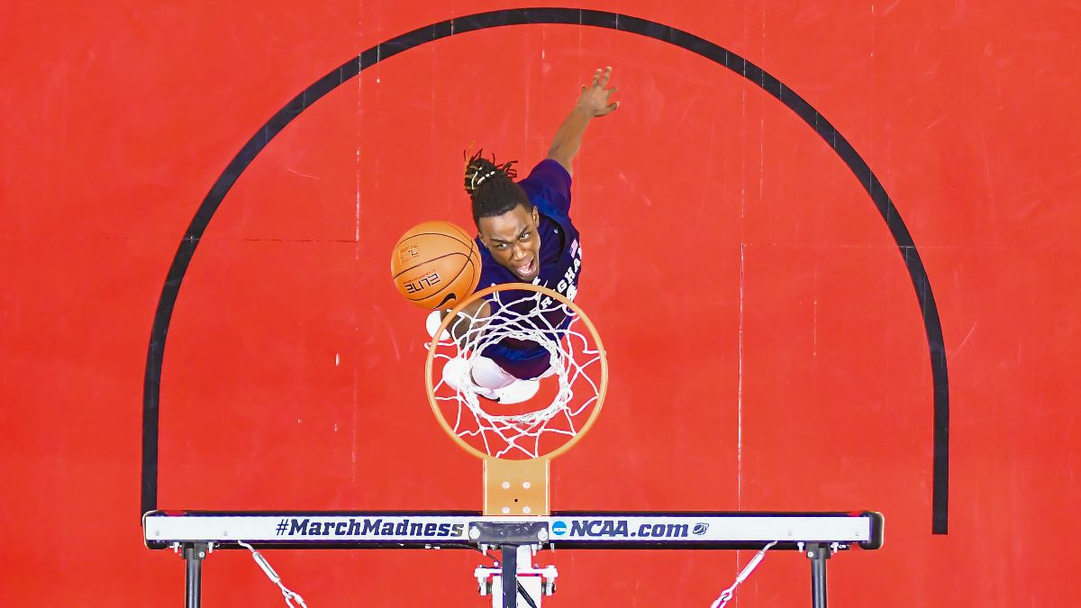 Gonzaga vs. BYU College Basketball Odds & Pick: Betting Value on Monday's Over/Under article feature image