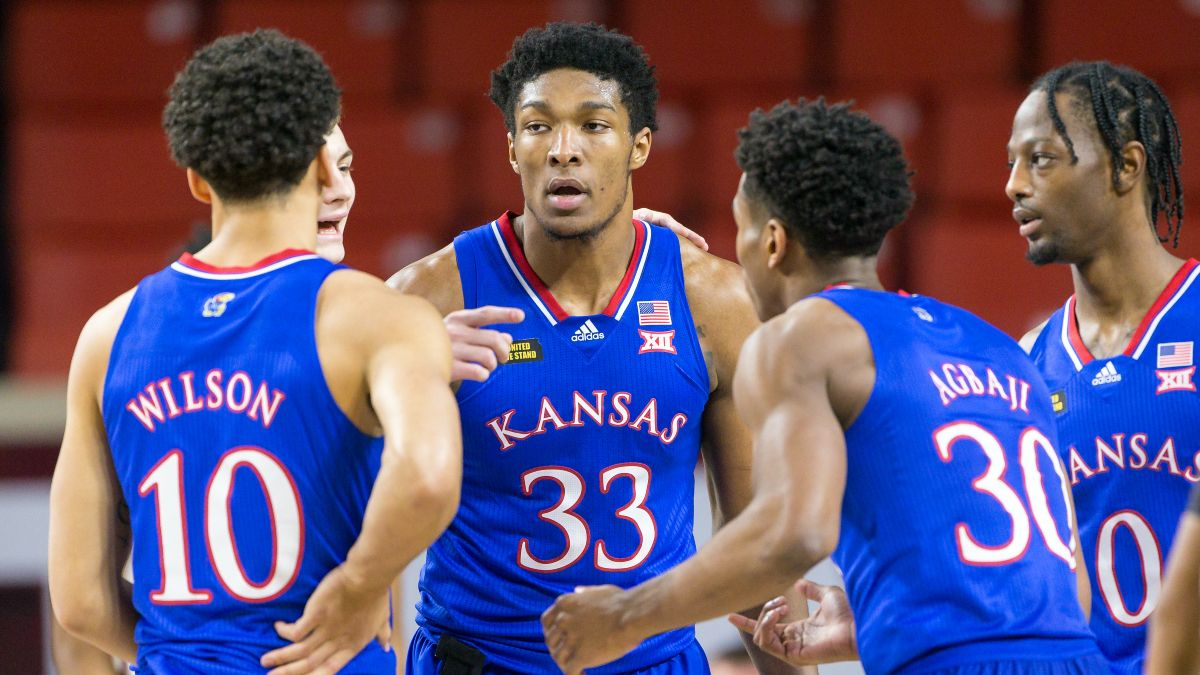 Kansas vs. Texas College Basketball Odds, Picks & Predictions: Can Jayhawks Exact Revenge? (Tuesday, Feb. 23) article feature image